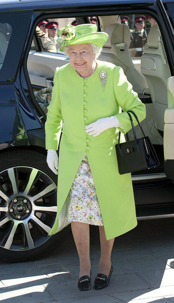 Looking Cool In This Lime Coat Royal Fashion Queen Elizabeth Queen Hat [ 1268 x 728 Pixel ]