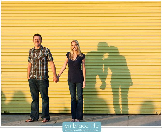 This is a fun idea. :-) #urbano #casal #fotosdecasal #esession #cidade #sombras