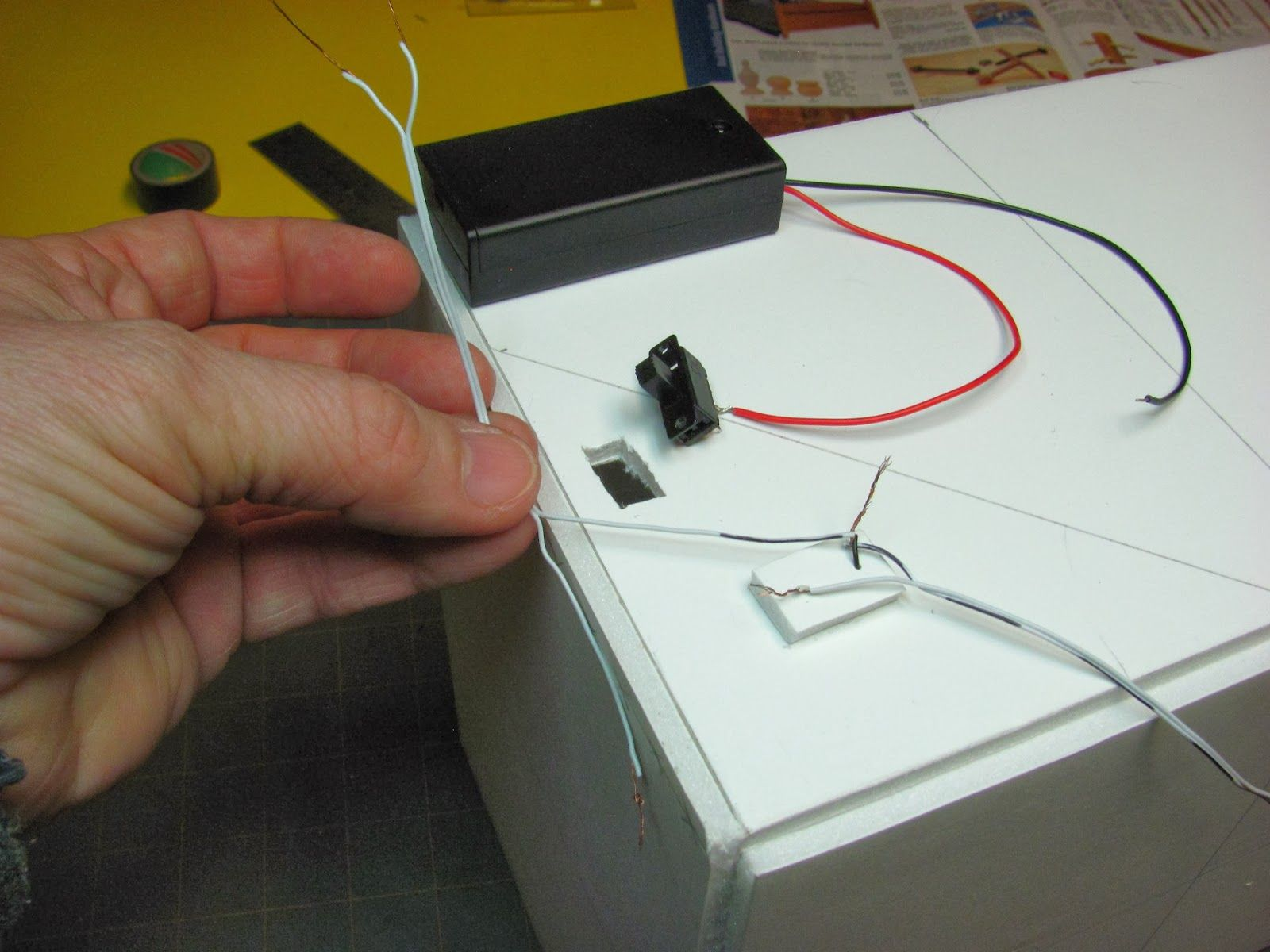 how to install 15 volt battery light on foam core room box