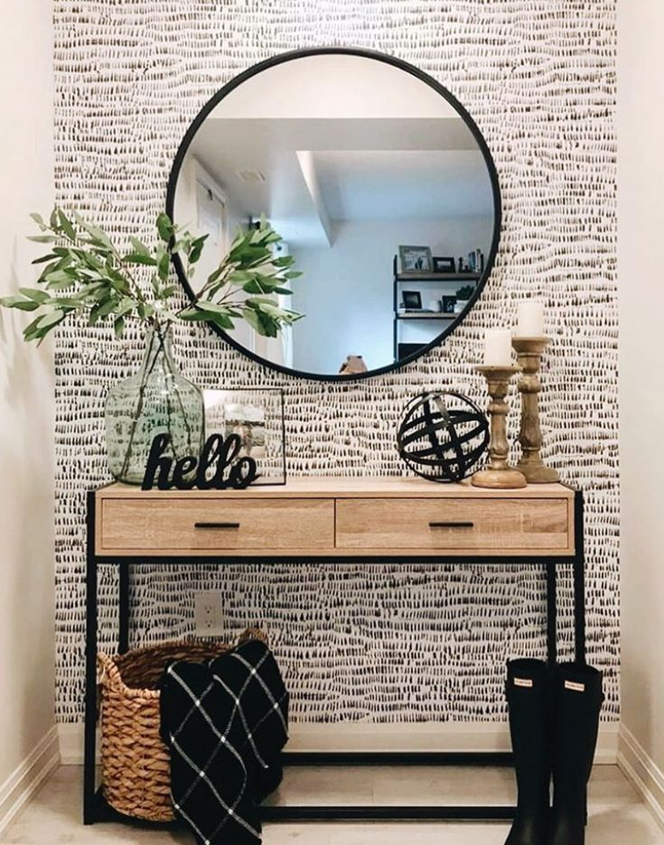 Umbra HUB MIRROR is a classic and timeless piece that effortlessly completes your wall while opening up the room. Photo by @theplumberswife238 #entrywayideas #modernhomedecor