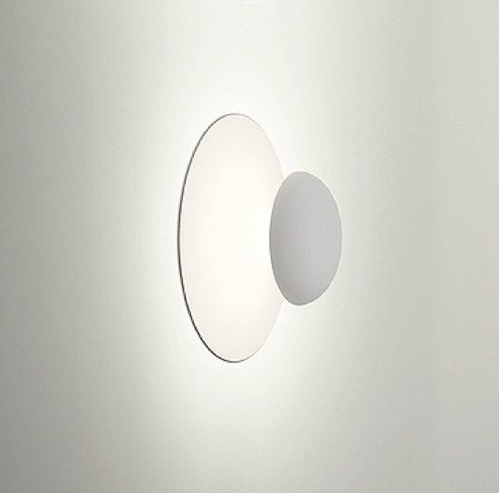 Collection Funnel De Vibia Collaboration Ramon Benedito Cette Lampe Est Un Plafonnier Et Des Appliques Qui Vous Invite A Decouvrir U Plafonnier Luminaire Lampe