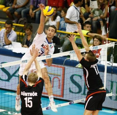 How To Improve As An Outside Hitter In Volleyball Volleyball Workouts Volleyball Hitter Coaching Volleyball