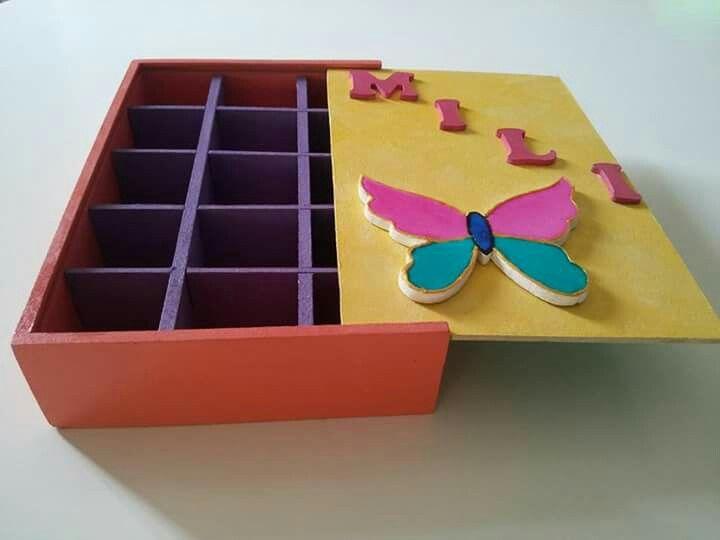 Caja mdf ... pintada con acrílicos y lacas vitrales