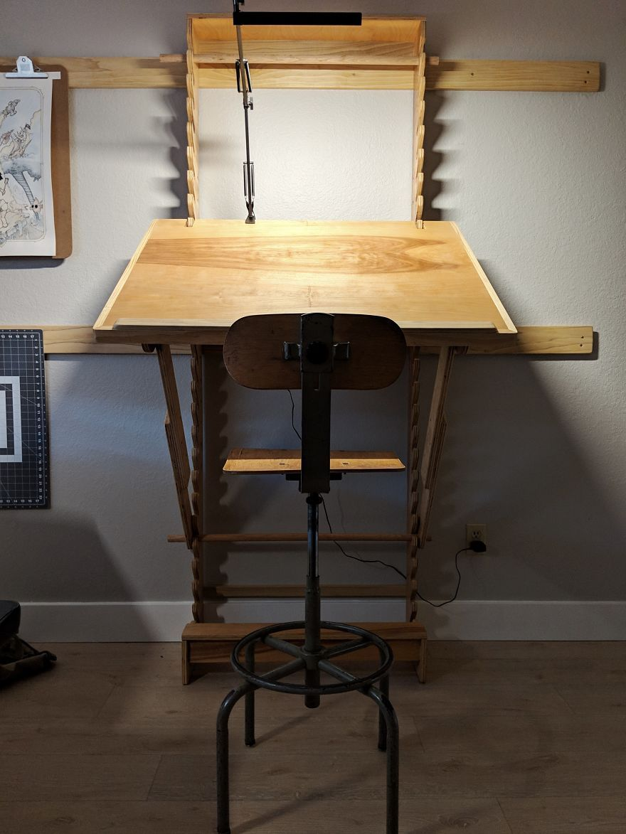 Adjule Art Desk With A Wall Mount