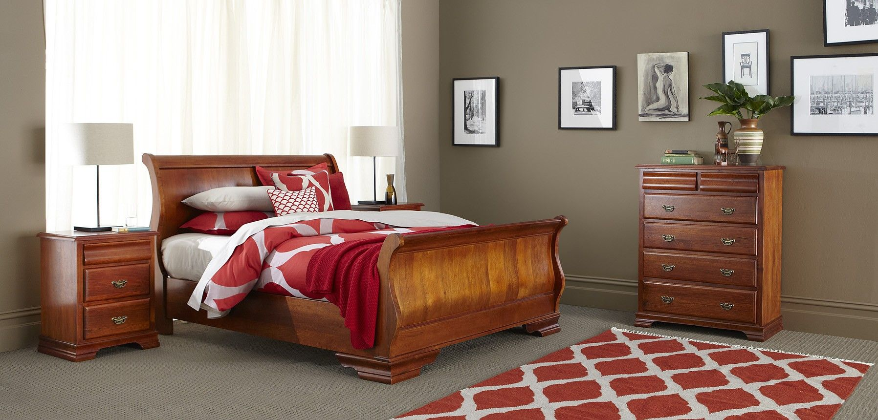 Forty Winks Elizabeth Clic Warm Wood Grained Bedroom Furniture Suite With White Linens And Décor
