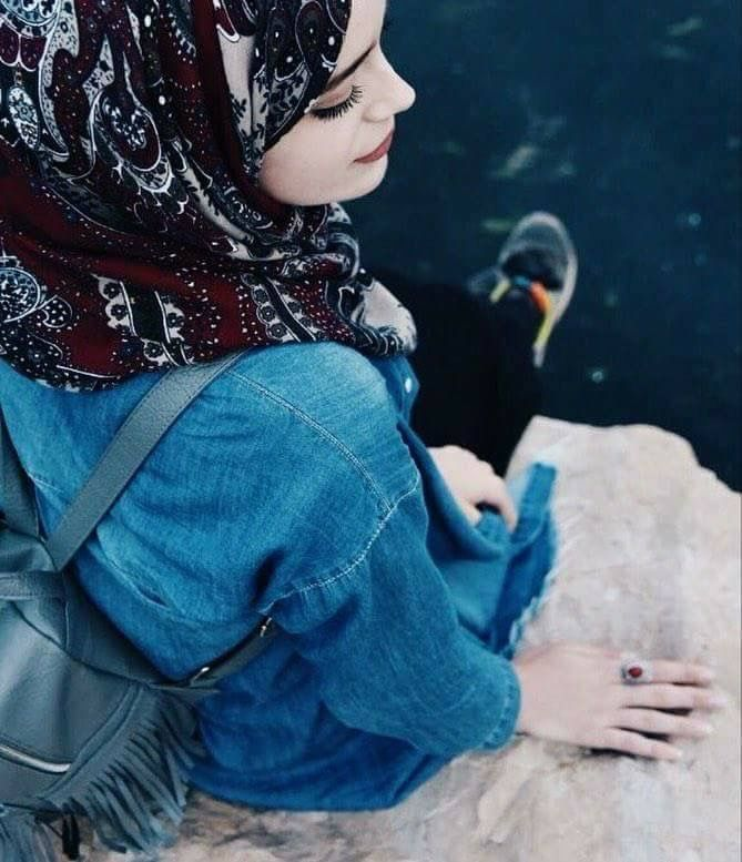 Картинки девушка в платке на аву