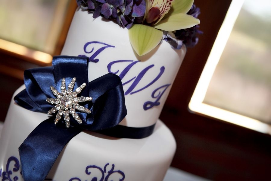 Wedding cake with some bling-so pretty!