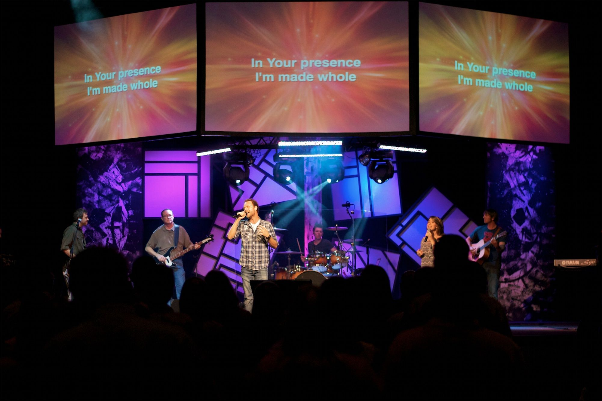 make your own jumbotron from lakewood baptist church in gainesville ga church stage design - Concert Stage Design Ideas
