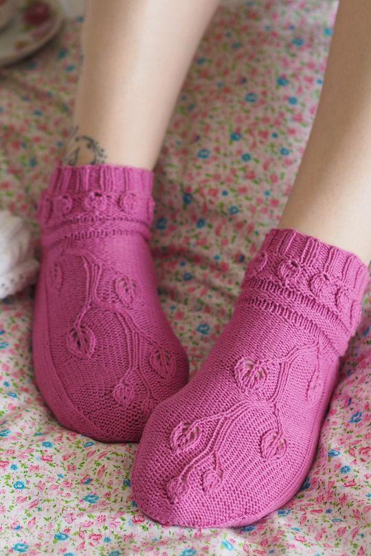 Naisen neulotut sukat Novita Huvila