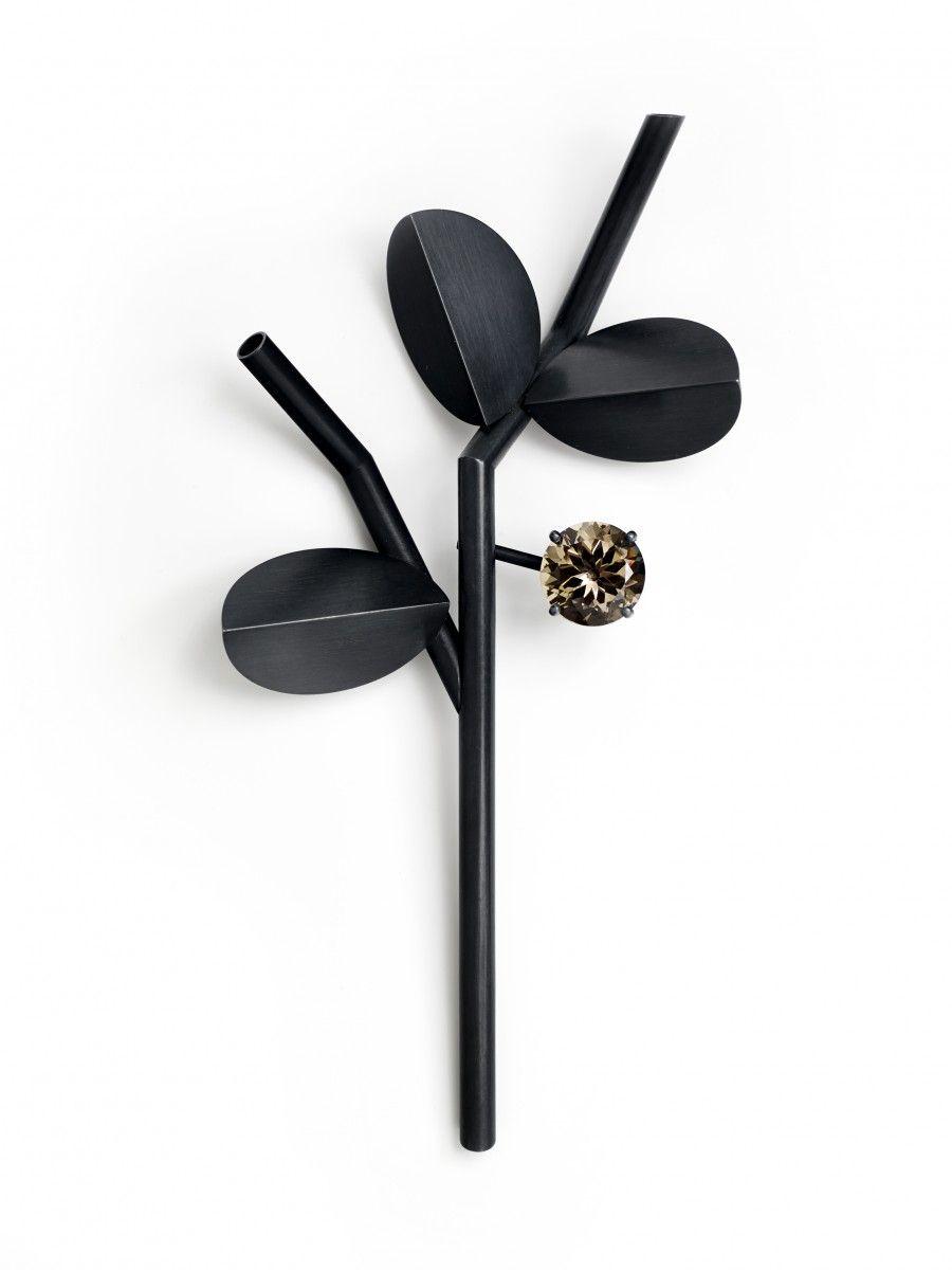 CLAUDE SCHMITZ - Black Branch with Fruit, 2014 / Alfinete