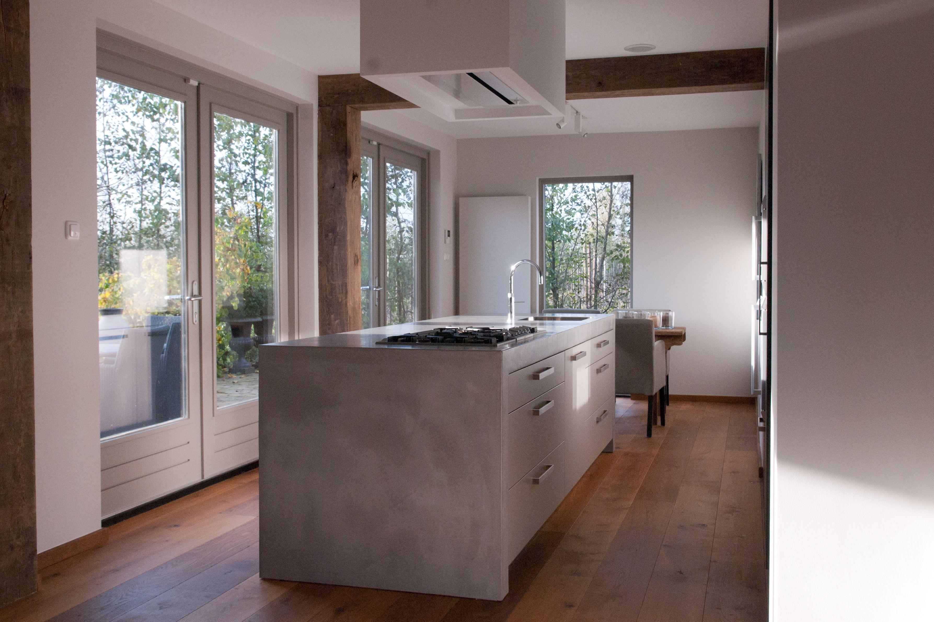 Keukenmeubel verbau betonstuc kleur ijzererts in samenwerking
