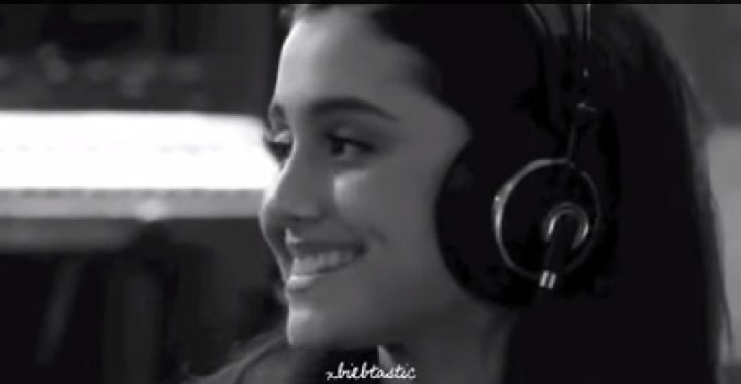 Justin Bieber & Ariana Grande The Christmas Song