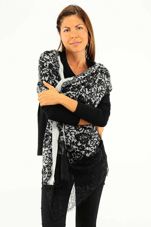 b7d5685104bb COLORE  CHANTILLY NERO REPARTO  Abbigliamento STILISTA  TWIN-SET SIMONA  BARBIERI. Cerca questo Pin e molto altro su Fall Winter 2015-16 di Le  Follie Shop.