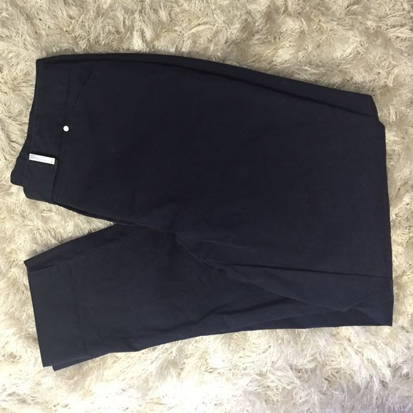Jones New York stretch dress pants Navy blue ankle cut dress pants. 97% cotton. Come just above ankle. Perfect for summer!! Pair with a nautical striped shirt and boat shoes. Jones New York Pants