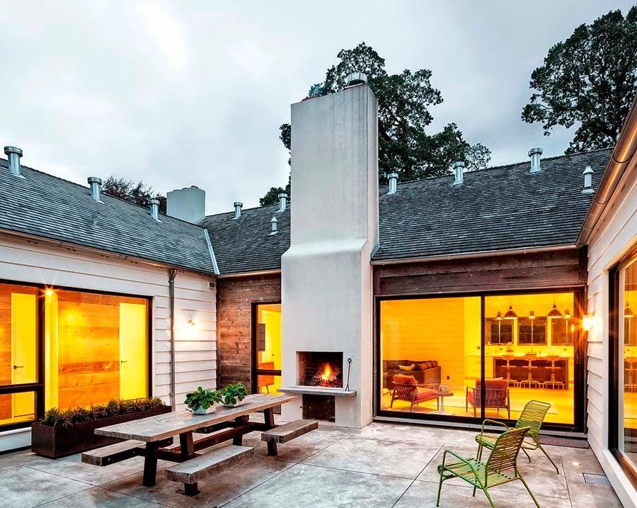 Keltainen talo rannalla: Modernia, valkoista ja väriä -  would love an interior courtyard