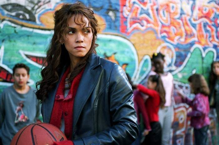 The Worst Scene From One Of The Worst Movies Ever Catwoman Basketball Scene Video Catwoman Worst Movies It Movie Cast