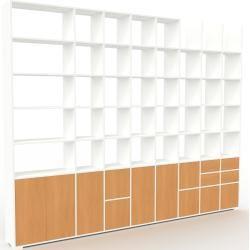 Photo of Wohnwand Weiß – Individuelle Designer-Regalwand: Schubladen in Buche & Türen in Buche – Hochwertige