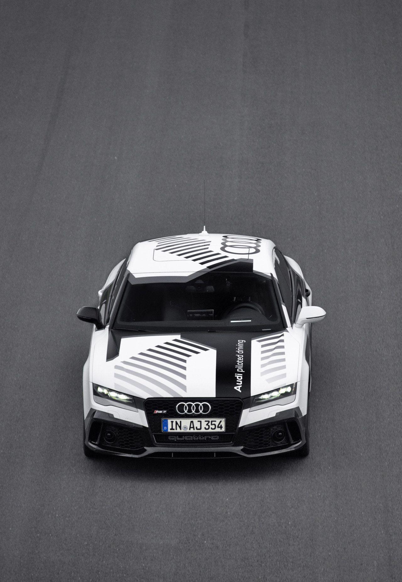 Audi Demonstreert Autonoom Racen Met Rs7 Hot Wheels Pinterest