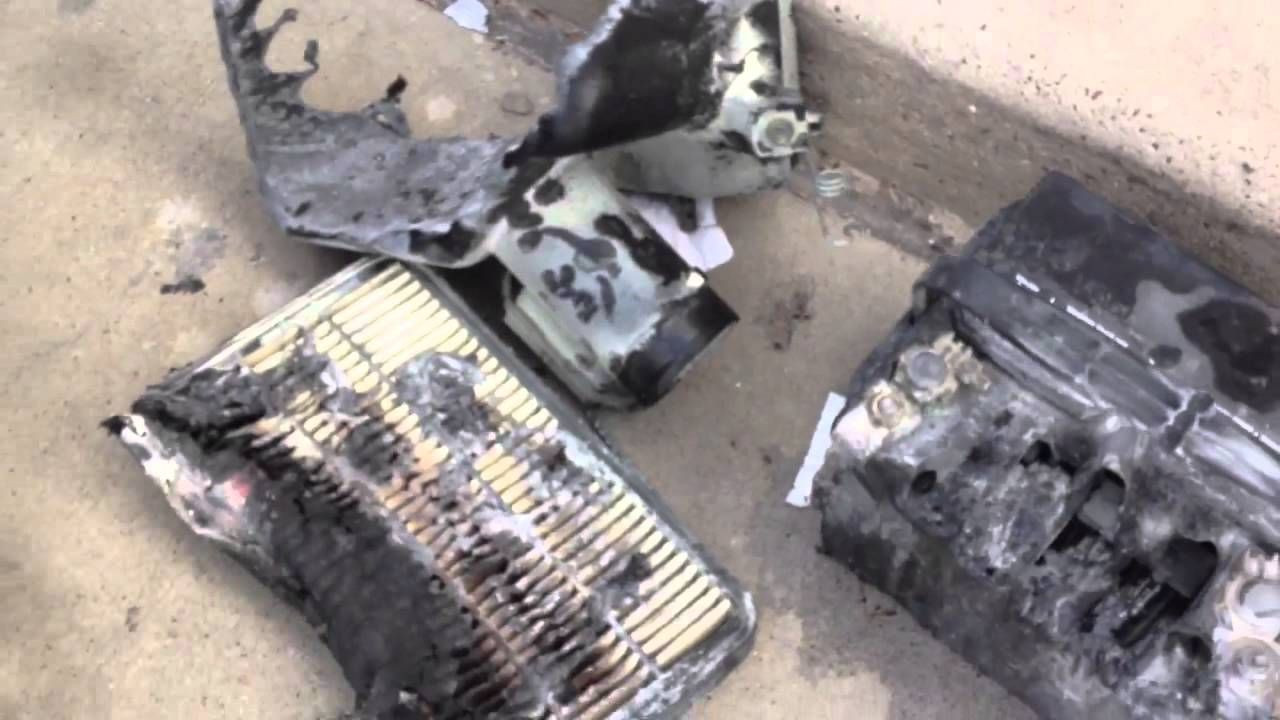 Car Battery Explosion at Walgreens. Always hook your last