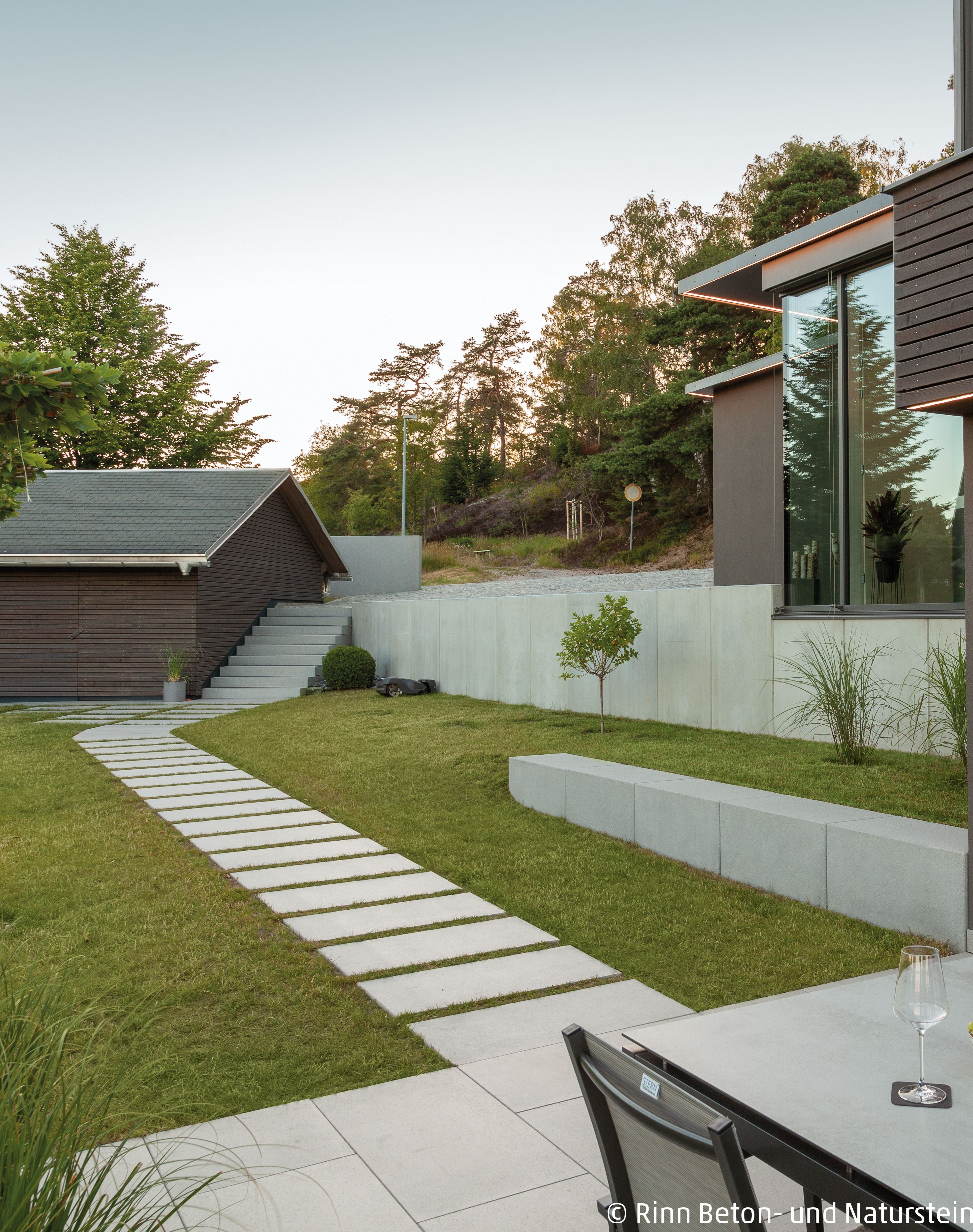 Weg Aus Trittplatten Garten Gartengestaltung Gartenhutte