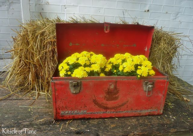 The Happiest Little Toolbox in Town - Knick Of Time