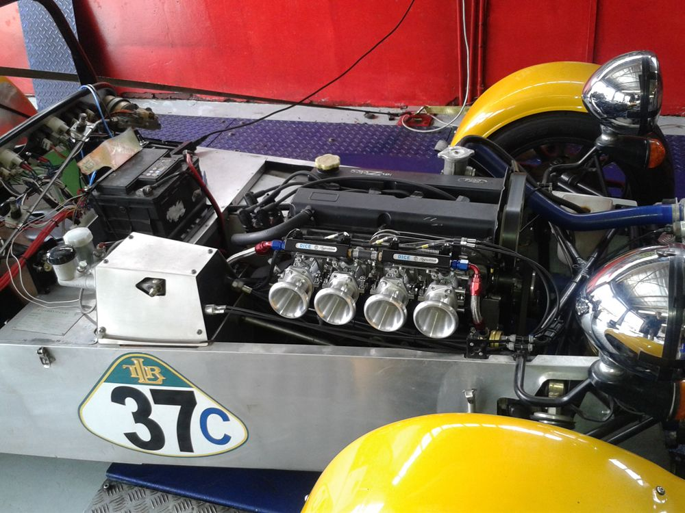 Caterham With 2l Zetec Motor Running A Xms5a Standalone Engine