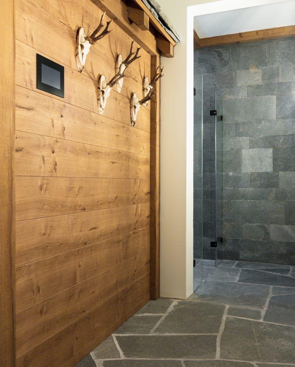 Naturstein Bodenplatten Und Duschenauskleidung Im Wellnessbereich