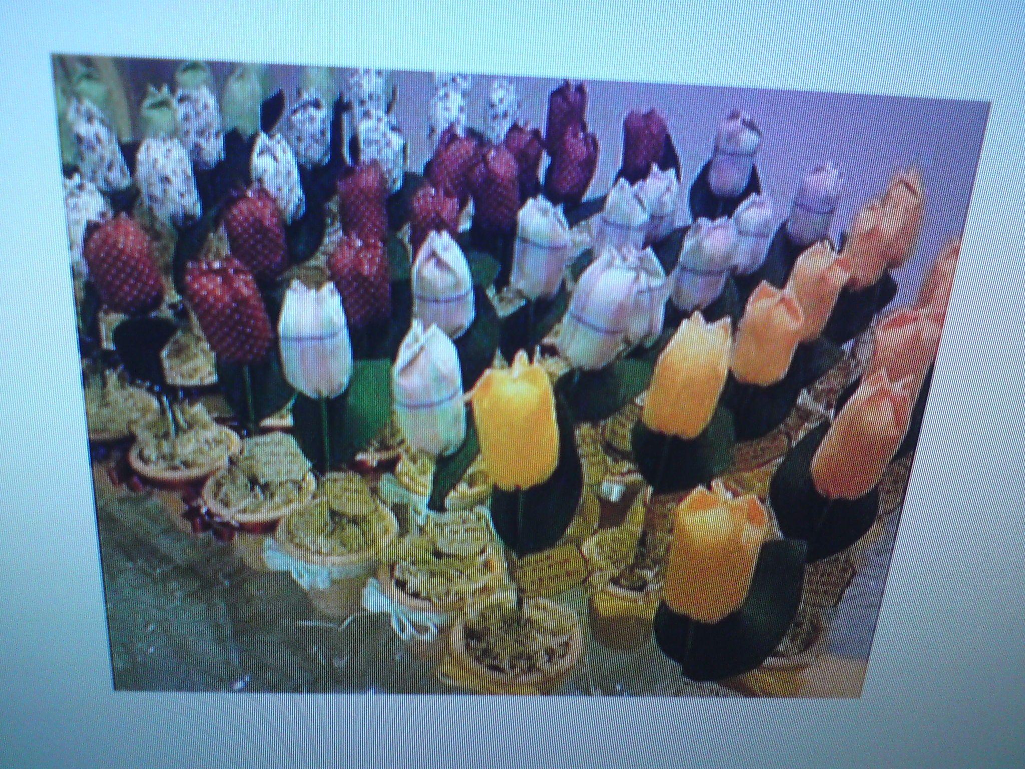 Lembrancinhas de aniversário vasinhos de tulipas em tecido.
