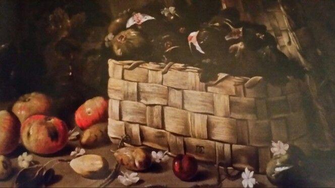 """DOMENICO GARGIULO called MICCO SPADARO  ( Napoli 1609 - 1675 ). CESTA CON FICHI, MELE, PERE E FIORI DI GELSOMINO. olio su tela. 63 × 73 cm. Signed """" DG """" sulla cesta al centro. Collezione Privata."""