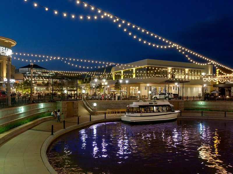 The Woodlands Mall River With Boat Rides Carousel And Shops