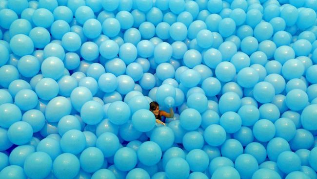 Balloons that Turn Mature Persons into Children