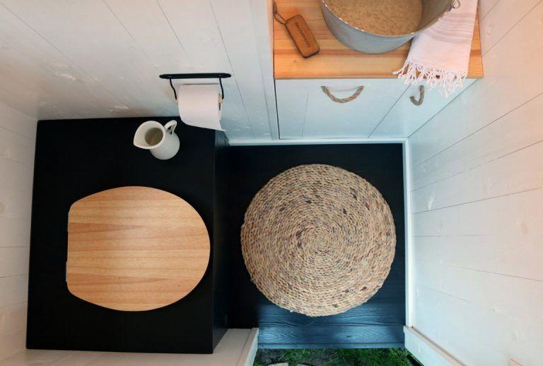 Unsere Toilette Im Schrebergarten In 2020 Toiletten Meise Frau