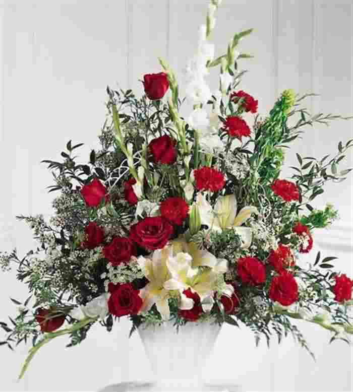 Image from http://www.hkmateasiarov.org/wp-content/uploads/2014/01/funeral-flower-arrangements-for-urns.jpg.