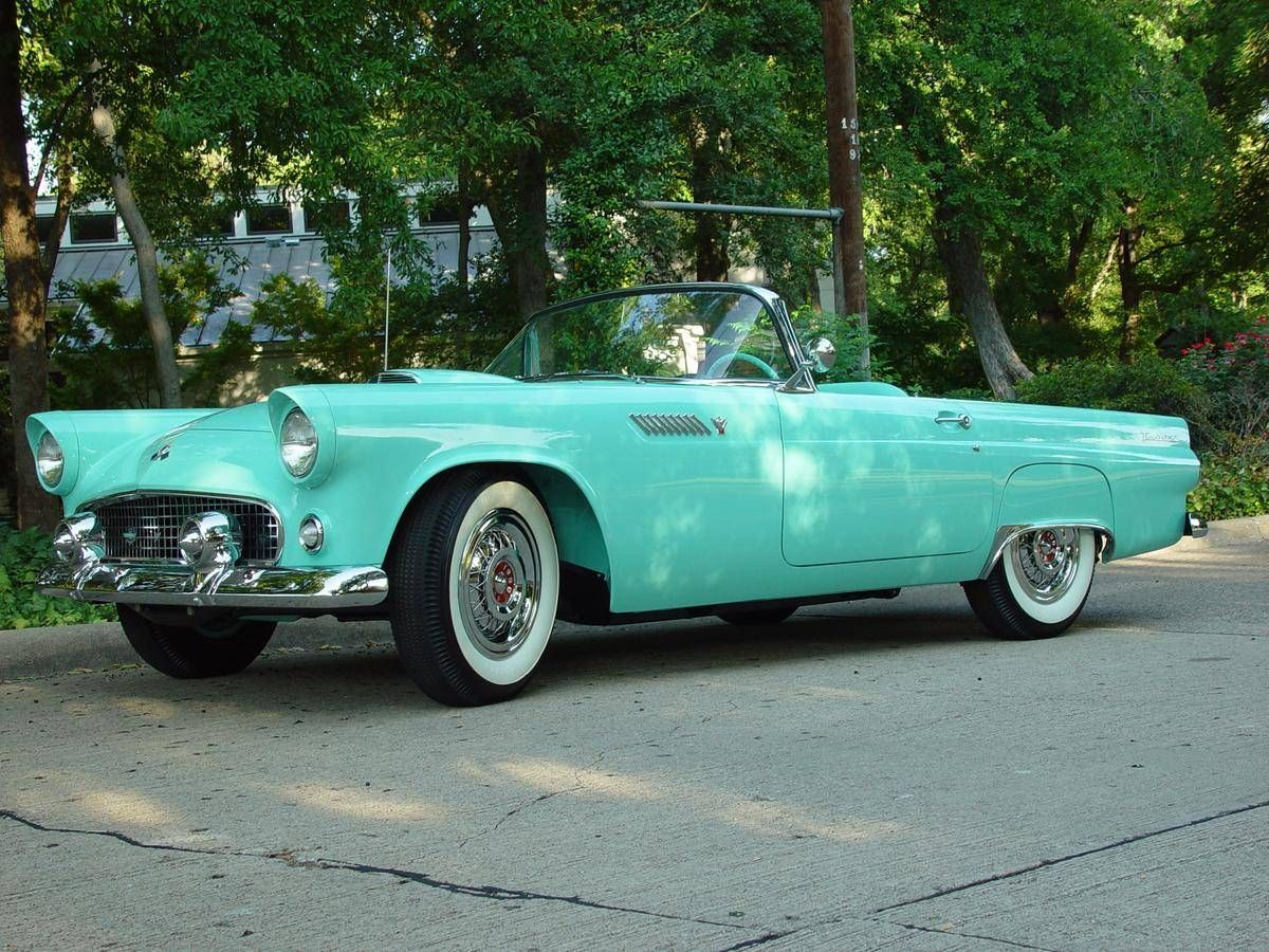 1955 Ford Thunderbird. They just don\'t make cars like that anymore ...