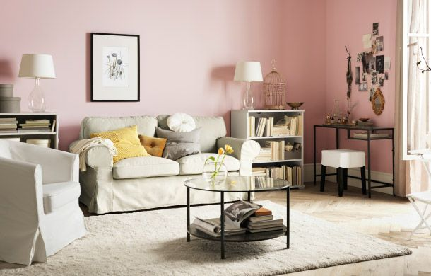 Ruang Tamu Dengan Tempat Duduk Ikea Meja Storan Tekstil Dan Pencahayaan Disempurnakan