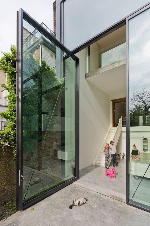 Maison contemporaine avec les plus grandes portes du monde Main