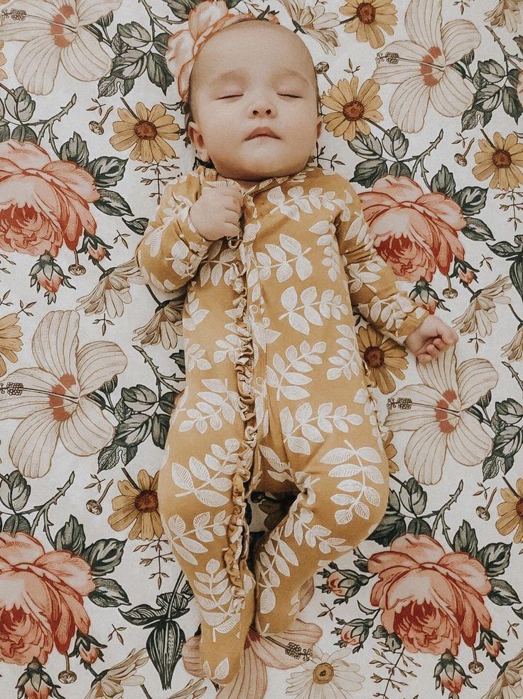 Crib Sheet Garden Floral (White) Baby, Baby sleeping