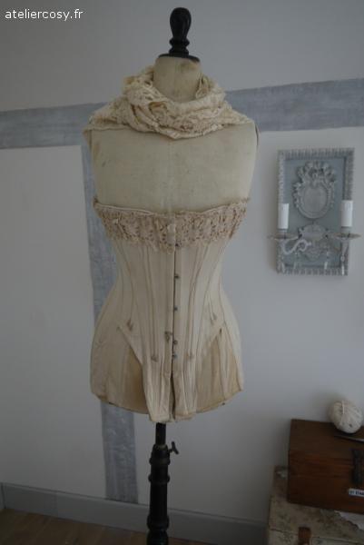 ancien corset brocante de charme atelier mannequins pinterest brocante charme. Black Bedroom Furniture Sets. Home Design Ideas