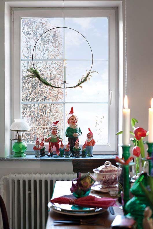 Szwedzki dom pełen kolorów #bożenarodzenie #świątecznedekoracje #domnawsi #stylcountry #stylrustykalny #wnetrza #choinka #święta #salon #countrystyle #countryliving #diningroom #oldhouse #vintage #christmas #christmasdecor #christmashousedecor #christmastree #christmashomedecorideas #christmasdecoration #rusticstyle Zdjęcia: Camilla Isaksson/LIVING4MEDIA/FREE