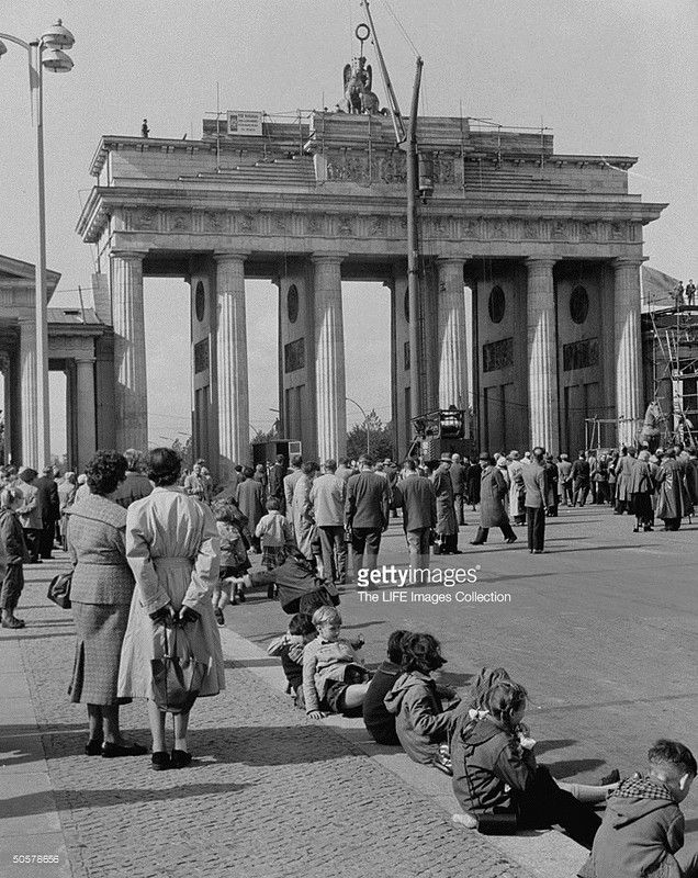 Reconstruction Of The Statue Of The Brandenburg Gate Brandenburg Gate East Berlin Berlin Germany