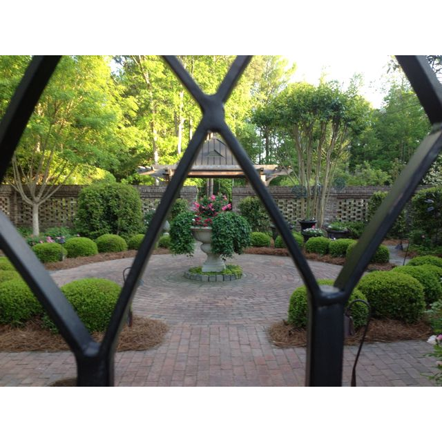 Pin By Myra Norton On Gardening Charleston Gardens Courtyard Gardens Design Courtyard Garden