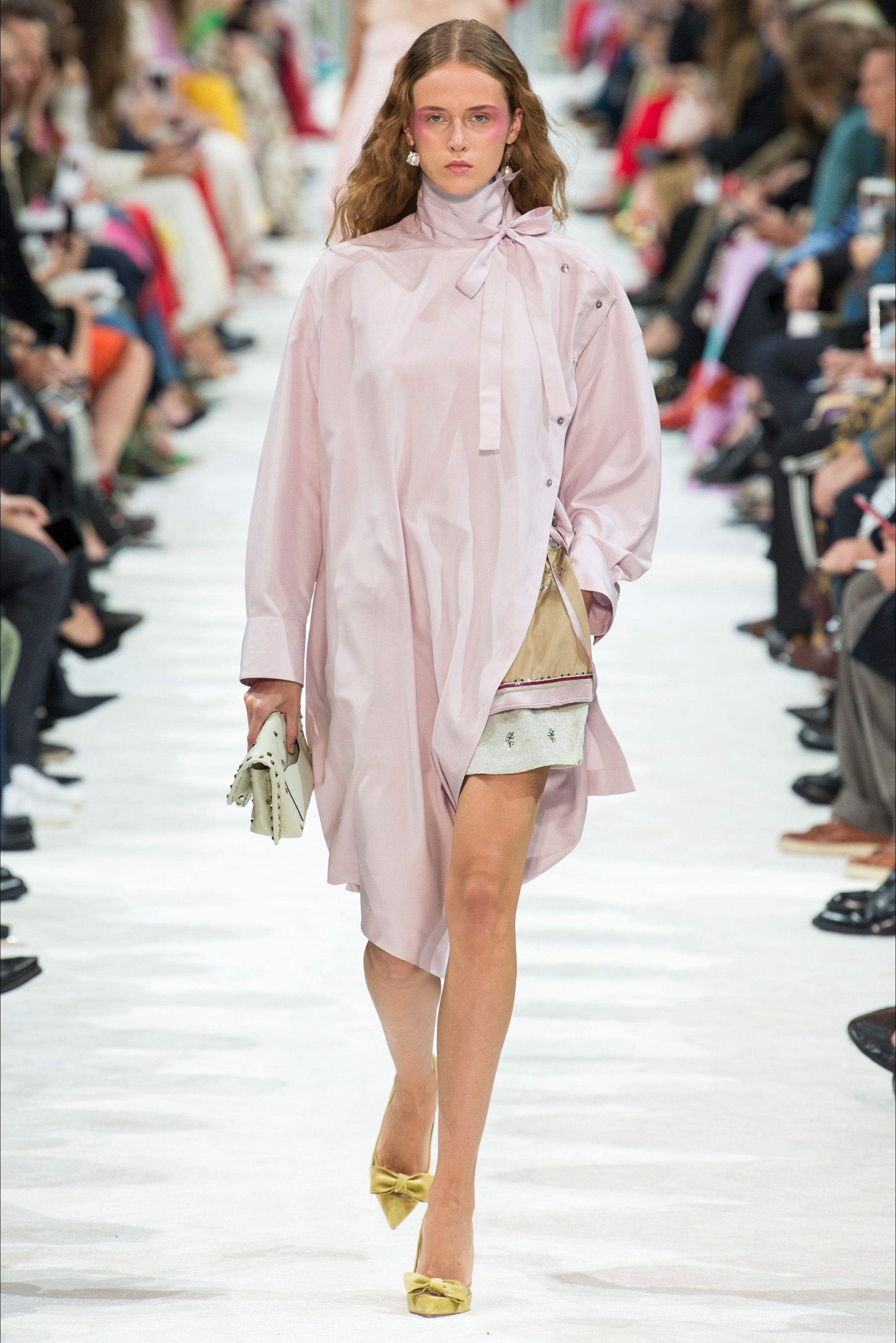 fee17613a53 Sfilata Valentino Parigi - Collezioni Primavera Estate 2018 - Vogue ...