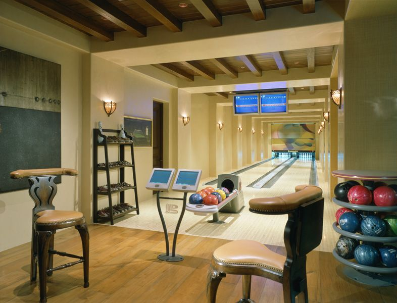 Beverly Park Mansion Of Actor Eddie Murphy In Beverly Hills Bowling Alley How Crazy Is That Chill Out Room Home Bowling Alley Home