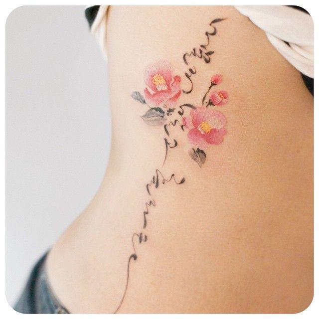 타투이스트 리버의 그라피투 On Instagram Camellia And Korean Calligraphy Tattoo On Side 타투이스트리버 타투 그라피투 Tattoo G Pretty Flower Tattoos Tattoos Calligraphy Tattoo