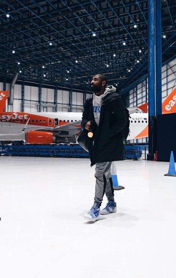 """8e5a8674296f  KyrieIrving wearing Kyrie S1 Hybrid """"Vivid Blue"""" while heading to London  and a Duke hoodie."""