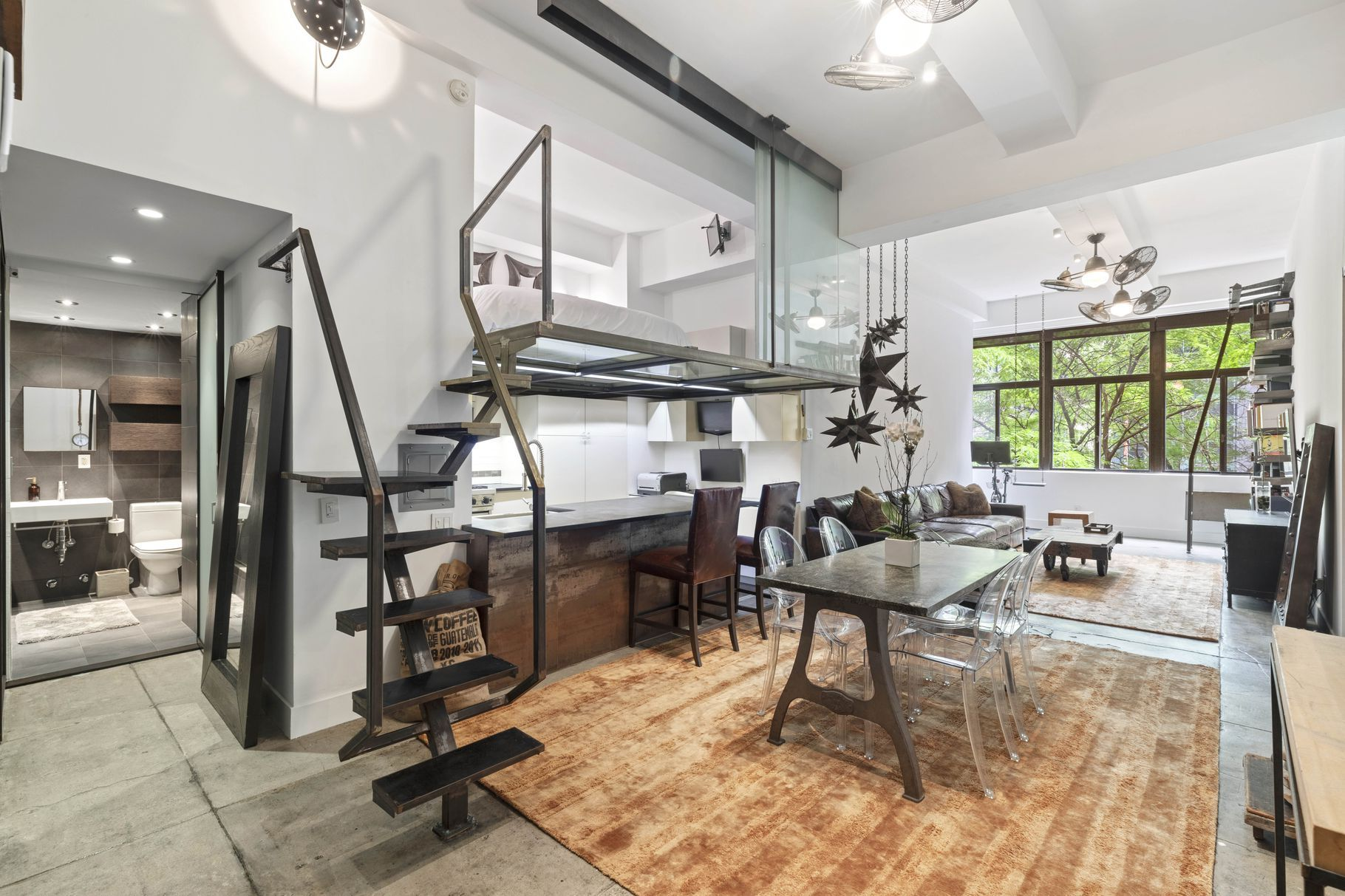 Industrial-inspired Midtown studio with spacious sleeping ...