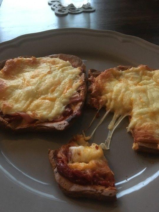 Low Carb Pizza aus einem Ei-Quark-Teig, ein sehr schönes Rezept aus der Kategorie Gemüse. Bewertungen: 11. Durchschnitt: Ø 3,9.