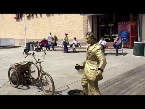Ocean City MD gold squeaky guy on he boardwalk - YouTube