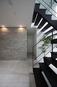 桜を愛でる家 玄関アプローチ モダン 階段の設計 玄関 モダン