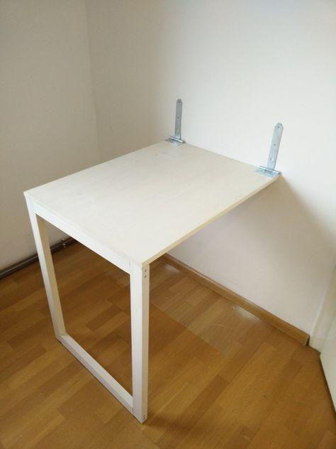 Was gibt es besseres als einen selbst gebauten, praktischen Tisch aus Holz? Wenn er ein kleines Zimmer schmücken soll, ist ein DIY-Klapptisch auch sehr nützlich. Man kann ihn einfach weg klappen, w…